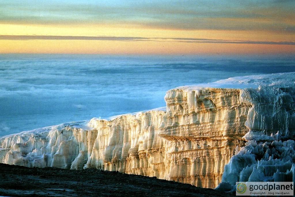 Sonnenaufgang am Gletscher des Kilimandscharo