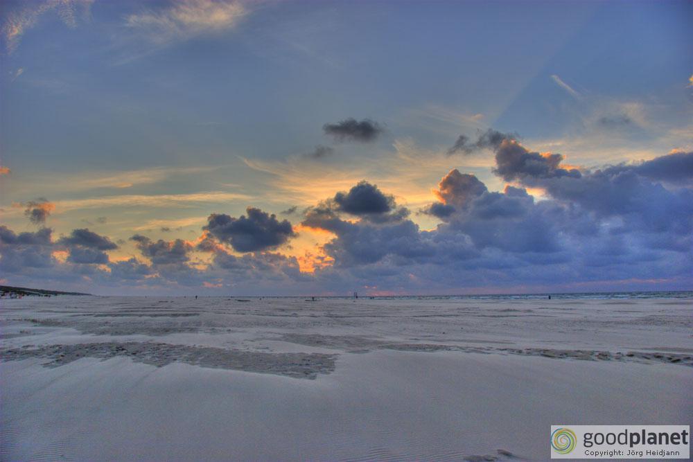 Strand und Wolkenformatioen auf Juist