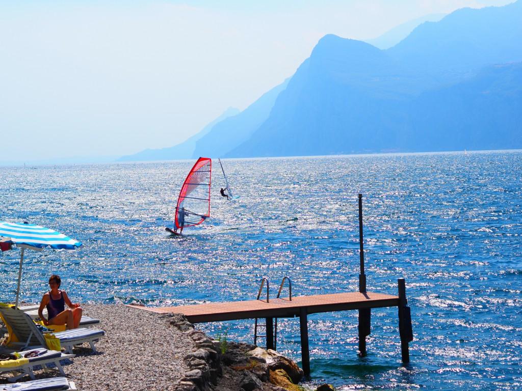 Steg des Sailing Centers am Gardasee