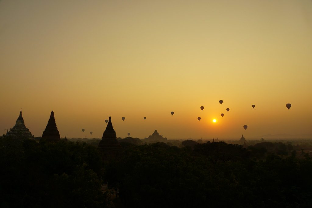 Sonnenaufgang über Bagan, Myanmar