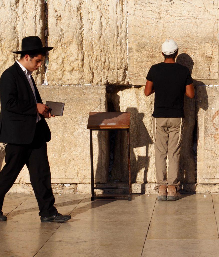 Gläubige Juden an der Klagemauer - Foto Jörg Heidjann